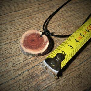 Pendentif en bois de Cade