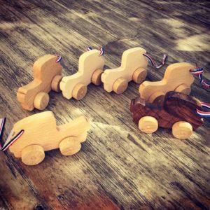 Voiture en bois pour enfant / Jouet